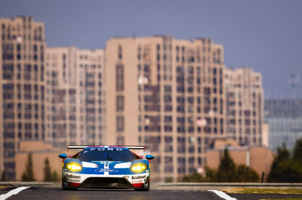 Ford gt on track with nice background