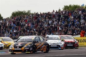 GORDON SHEDDEN LEADS THE PACK INTO CROFT