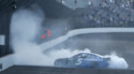 Kahne Survives, Conquers Chaotic Brickyard 400
