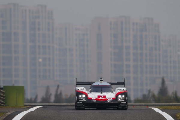 BAMBER, BERNHARD AND HARTLEY ARE THE NEW LONG-DISTANCE KINGS