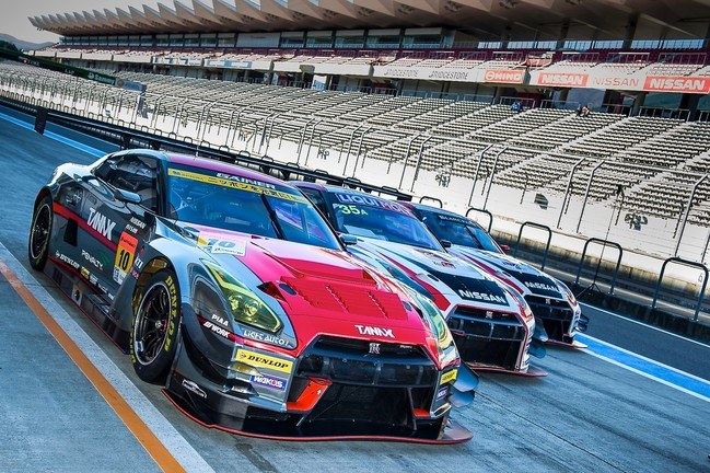 3 GT-R cars lined up 2