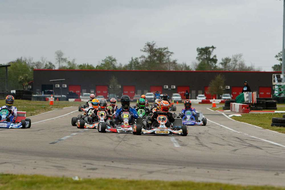 SwedeTech Racing Engines leads the field to turn one in SKUSA competition (Photo www.OTP.ca)