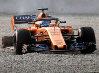 Alonso looses a wheel on the first day of testing in barcelona