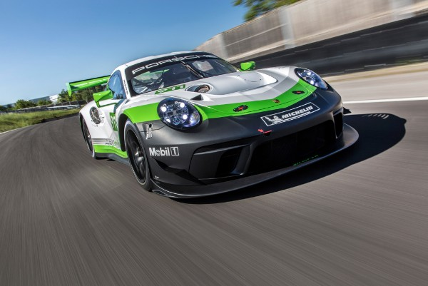 STRONG, SWIFT, SPECTACULAR: THE NEW PORSCHE 911 GT3 R