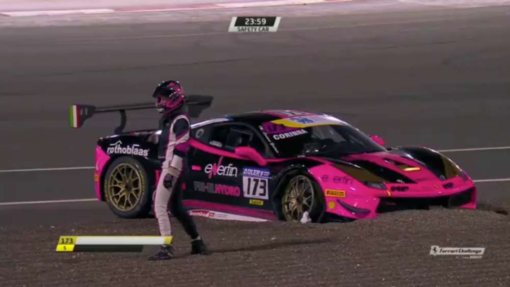 Ferrari Challenge Europe (Coppa Shell) 2019. Race 1 Bahrain International Circuit. Crash Spins_5c684b66311cc.jpeg