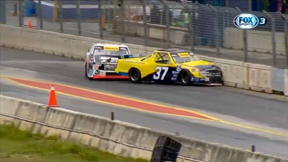 Mikel's Trucks Series 2019. Autódromo Monterrey. Battle for Lead | Leaders Crash_5ca50c1c9cf9b.jpeg