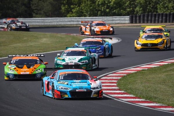 HCB-RUTRONIK RACING: NEWCOMERS CREATE A STIR IN THE  ADAC GT MASTERS_5cf134eba9f8f.jpeg