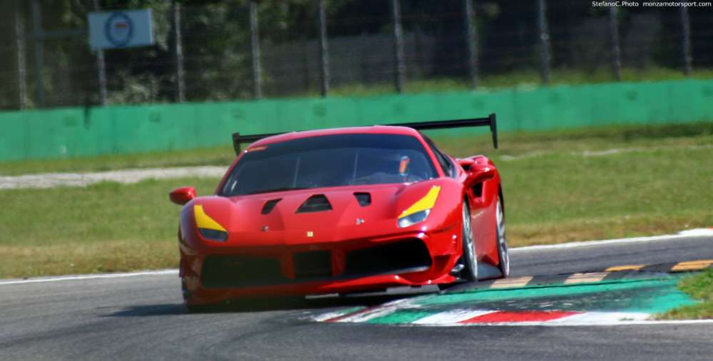 Photo's of the Ferrari Challenge 488 testing