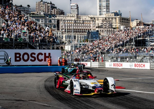 AUDI IN THE THICK OF THE FORMULA E TITLE RACE_5d077d291dd8f.jpeg