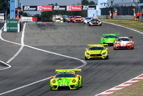 PORSCHE SETTLES INTO THE NURBURGRING 24 HOURS LEADING GROUP AFTER GOOD START_5d0e7db9c0093.jpeg