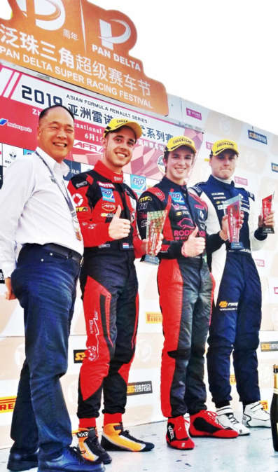 Commanding Bruno Carneiro WINS Formula Renault Race at Zhuhai