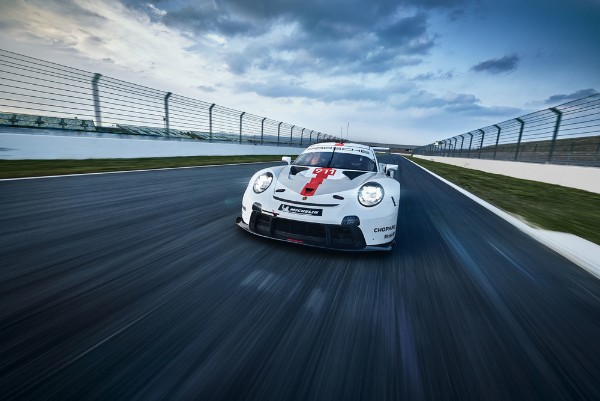REDESIGNED PORSCHE 911 RSR EXPECTED TO DEFEND WORLD CHAMPIONSHIP
