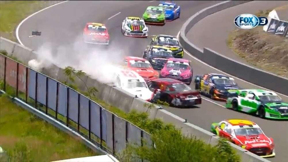 NASCAR FedEx Challenge 2019. Autódromo de Quéretaro. Restart Crashes_5d4a86c1d5316.jpeg