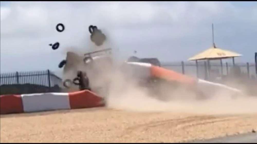 Porsche Cup Brasil 2019. Shakedown Circuito do Estoril. Dennis Dirani Huge Crash + Aftermath_5d4aa7b481b08.jpeg