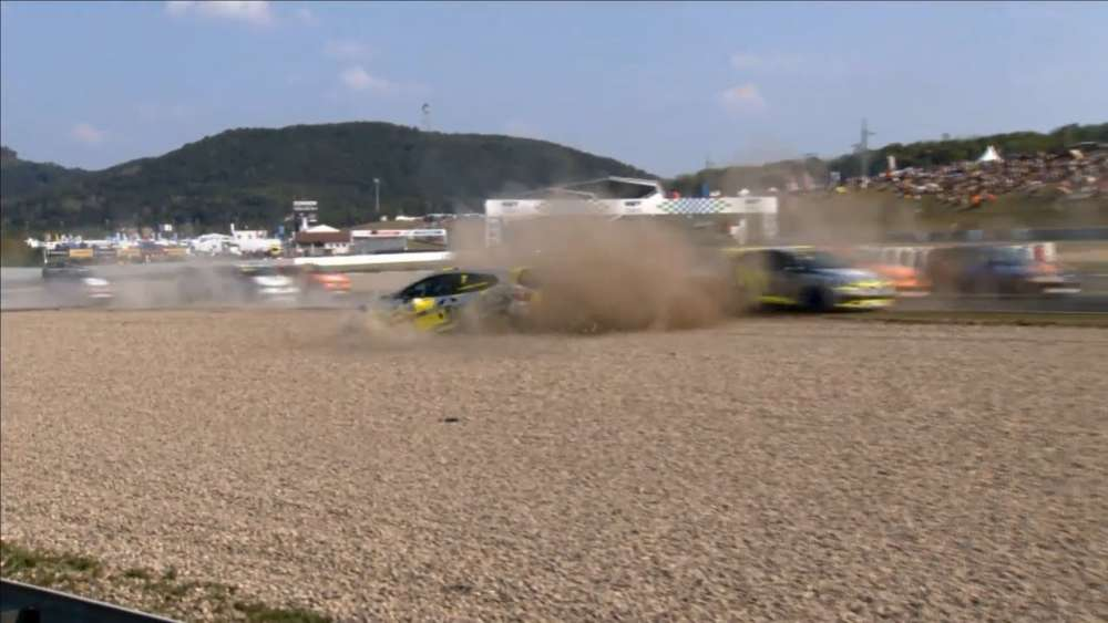 Renault Clio Cup Central Europe 2019. Race 1 Autodrom Most. Start Crashes_5d6a794f60195.jpeg