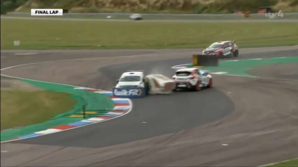 Renault UK Clio Cup 2019. Race 2 Thruxton Circuit. Battle for Win | Last Corner Crash_5d5c1a9791c2d.jpeg