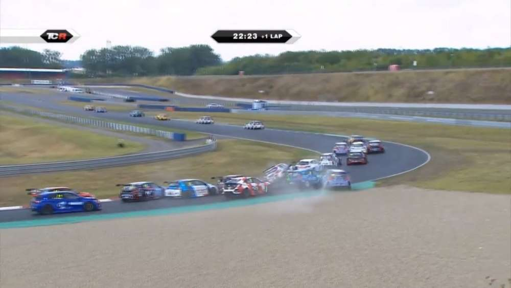 TCR Europe 2019. Race 1 Motorsport Arena Oschersleben. Start Pile Up_5d4578eb65ce9.jpeg