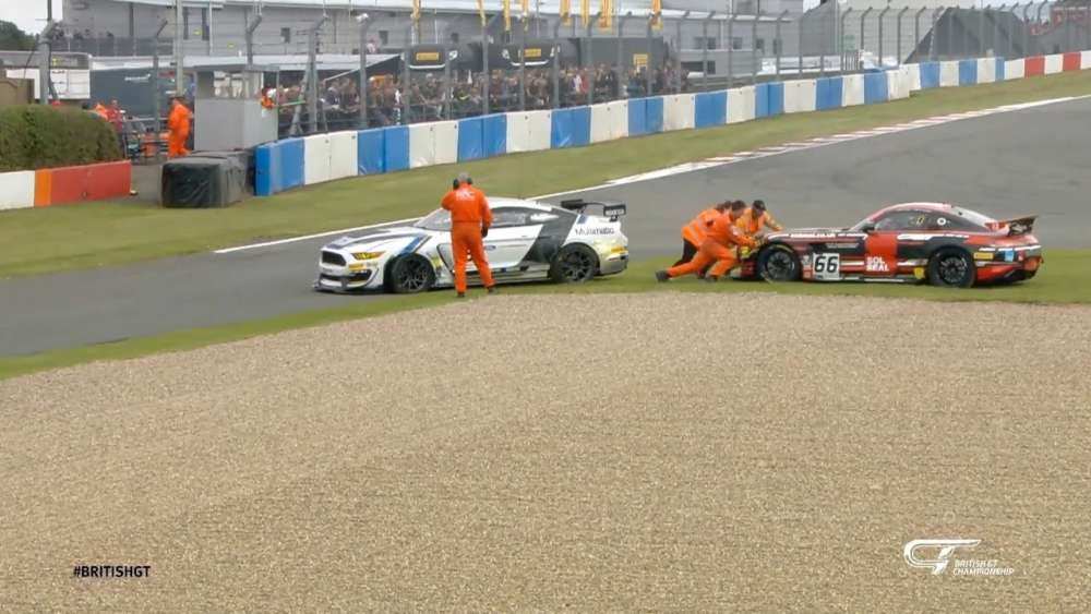 British GT 2019. Race Donington Park. Crashes in Formation Lap_5d7e32e6e10ab.jpeg