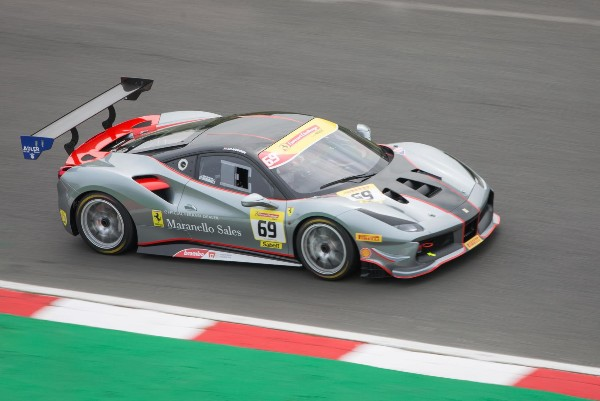 FERRARI CHALLENGE UK TITLE DECIDER THIS WEEKEND AT SILVERSTONE_5d8102c56db9b.jpeg