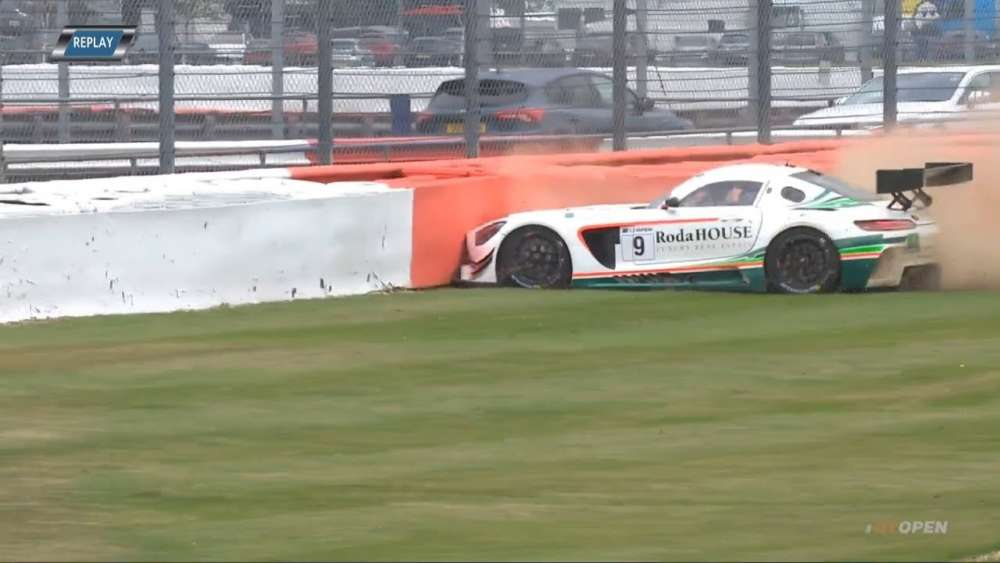 International GT Open 2019. Qualifying 1 Silverstone Circuit. Davide Roda Crash_5d73839c016a2.jpeg