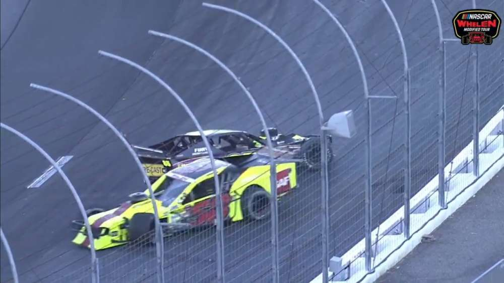 NASCAR Whelen Modified Tour 2019. New Hampshire Motor Speedway (2). Leaders Crash_5d86a9c085f39.jpeg