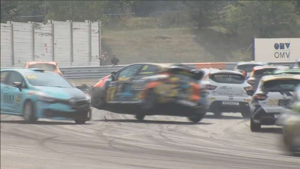 Renault Clio Cup Central Europe 2019. Race 2  Autodrom Most. Hard Crash_5d6c0ebc09655.jpeg