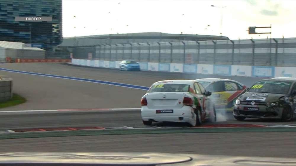 SMP RCRS (S1600 Junior) 2019. Race 1 Sochi Autodrom. Haron Dahkilgov & Rustam Fathutdinov Crash_5d73c8b1a36fc.jpeg