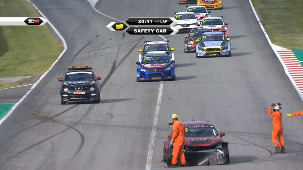 TCR Europe/Benelux/Ibérico 2019. Race 1 Circuit de Barcelona-Catalunya. Start Crashes_5d864869e86ae.jpeg