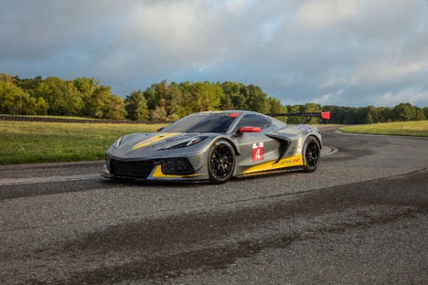 CHEVROLET DEBUTS MID-ENGINE C8.R FOR NEXT RACING SEASON_5d9fceb8bac40.jpeg