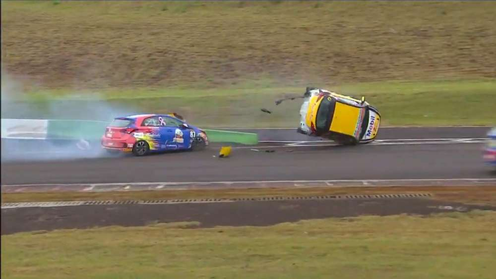 Copa HB20 2019. Race 2 Autódromo Zilmar Beux de Cascavel. Big Crash Rolls_5da06c02ad32f.jpeg