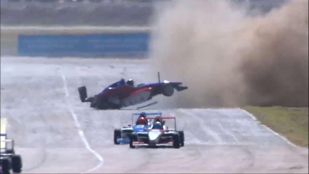 Fórmula 2.0 Renault 2019. Final 2 Autódromo Jorge Ángel Pena. Start | Crash Flip_5da06c0ead6f3.jpeg