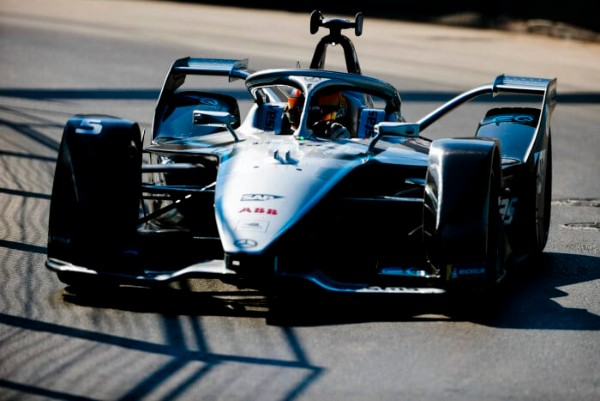 STOFFEL VANDOORNE TAKES THIRD PLACE ON DEBUT OF MERCEDES-BENZ EQ FORMULA E TEAM_5dd7f649d7880.jpeg