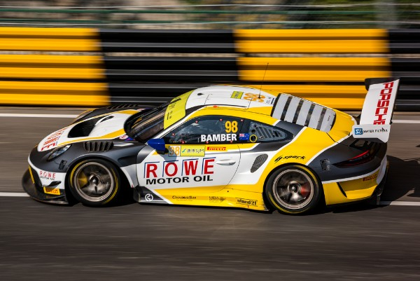 TWO PORSCHE 911 GT3 R QUALIFY IN THE TOP GROUP IN MACAU
