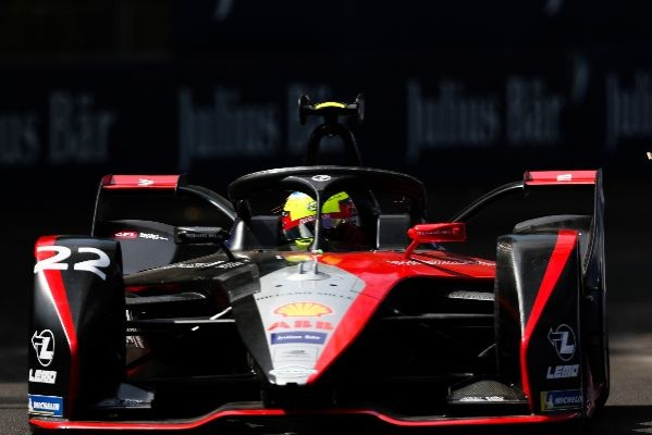 NISSAN E.DAMS BATTLES HARD IN A HOT AND CHALLENGING SANTIAGO FORMULA E RACE_5e247c6521020.jpeg