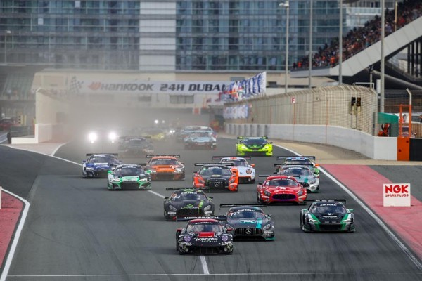 SPECTACULAR RACING IN THE OPENING HOURS OF THE 24HDUBAI