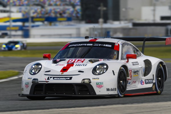 THE NEW PORSCHE 911 RSR TO CELEBRATE RACE DEBUT IN NORTH AMERICA_5e22c3911fa1f.jpeg
