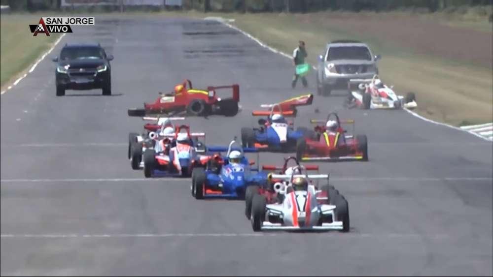 Fórmula 3 1.6 Santafesina 2020. FR Autódromo Parque de la Velocidad. Start Crash_5e629f71277bb.jpeg
