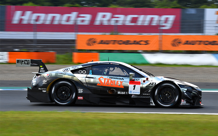 YAMAMOTO IN THE STANLEY NSX-GT TAKES SUPER GT POLE POSITION ATMOTEGI_60f2edef0c495.jpeg
